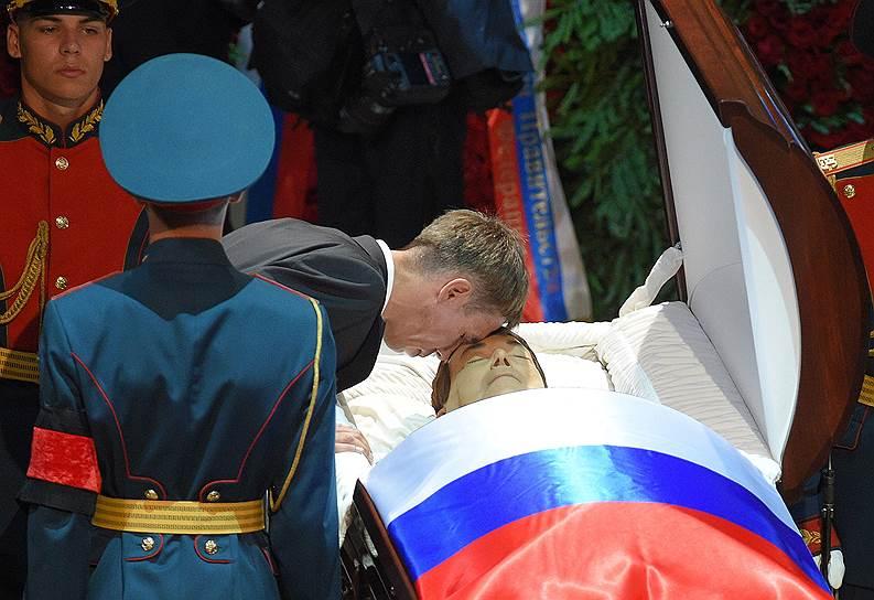 Cмерть Иосифа Кобзона. Советский и российский певец и политический деятель скончался 30 августа на 81-м году жизни. Заметность: 3619,49