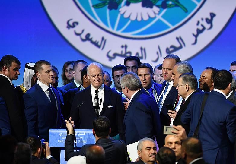 30 января в Сочи прошел Конгресс сирийского национального диалога, в котором приняли участие около 1,5 тыс. делегатов. На нем было принято решение о формировании конституционного комитета