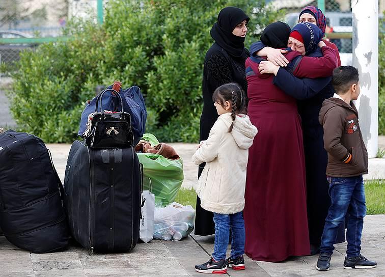 18 июля Минобороны России заявило, что по согласованию с властями Сирии на территории республики создан Центр приема, распределения и размещения беженцев. Возвращение беженцев и послевоенное восстановление Сирии стали одними из главных задач Москвы