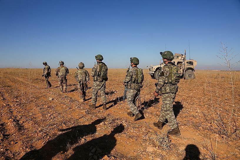 19 декабря Дональд Трамп объявил о выводе американских войск из Сирии и победе над «Исламским государством». 21 декабря после потери поддержки США курды заявили об усилении атак ИГ в провинции Дейр-эз-Зор на восточном берегу Евфрата