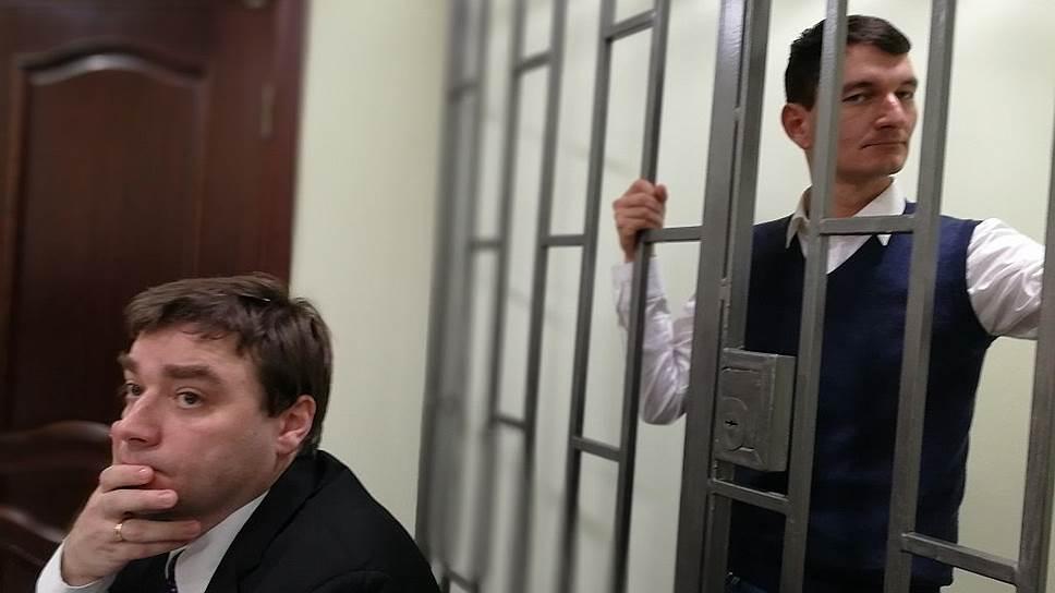 Блогер Александр Валов (справа)