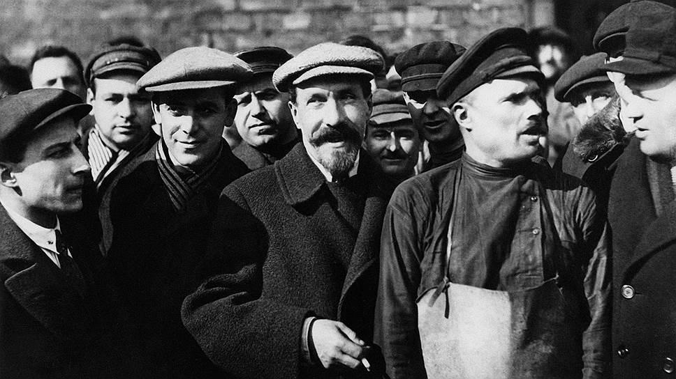 Рабочие даже не подозревали, во что обходится лечение главы советского правительства Рыкова (на фото — в центре, с бородкой) капиталистической медициной