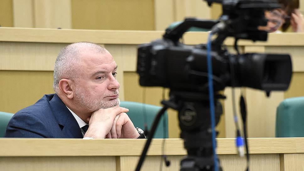 Почему поправки об оскорблении власти не оценили в Генпрокуратуре и Минкомсвязи