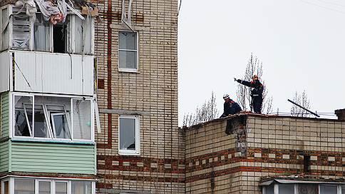 Завалы в Шахтах разбирают вручную  / Спасатели опасаются, что стены начнут рассыпаться