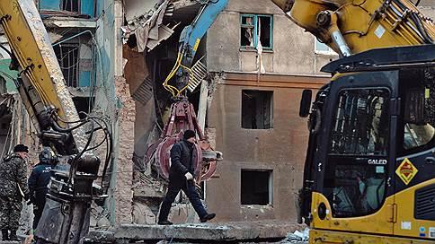 Владимир Путин поручил расселить разрушенный дом в Магнитогорске  / Местные чиновники отказывали жителям в расселении, ссылаясь на заключение экспертизы