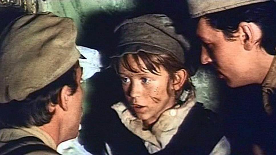 В «Р. В. С.» главные герои –друзья-мальчишки, помогающие раненому красноармейцу (кадр из фильма «Р. В. С.», 1977 год)