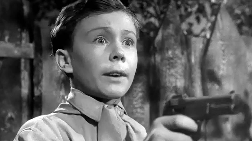 Главный герой «Судьбы барабанщика» знает, что если враг не сдается — его уничтожают (кадр из фильма «Судьба барабанщика», 1955 год)