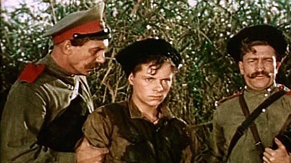 В «Школе» главный герой становится красноармейцем (кадр из фильма «Школа мужества», 1954 год)