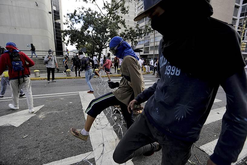 Министр обороны Венесуэлы Владимир Падрино Лопес написал в Twitter, что армия не признает Хуана Гуаидо президентом страны