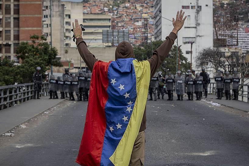 Массовые акции в столице Венесуэлы Каракасе начались утром 23 января