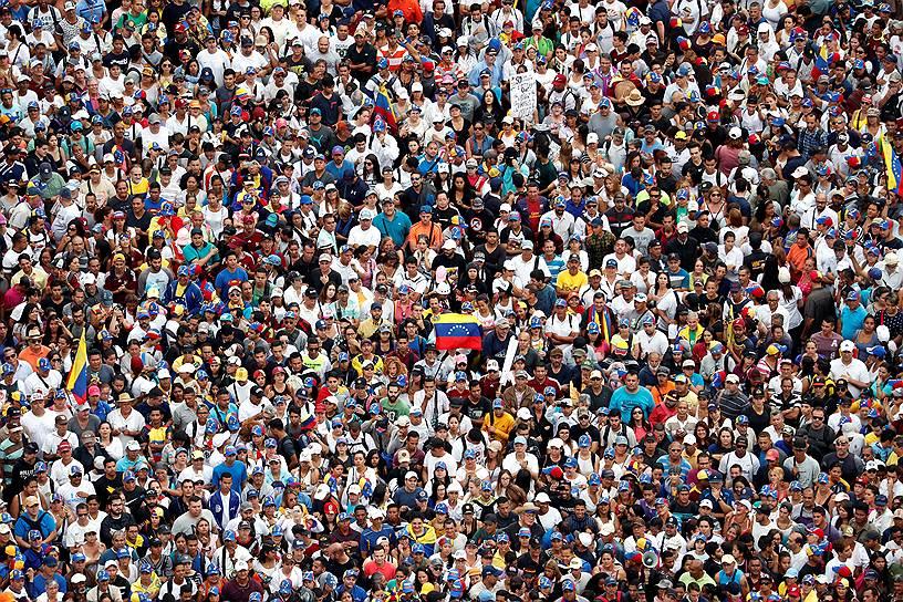 Оппозиционеры также отмечают 23 января 61-ю годовщину окончания военной диктатуры Маркоса Переса Хименеса