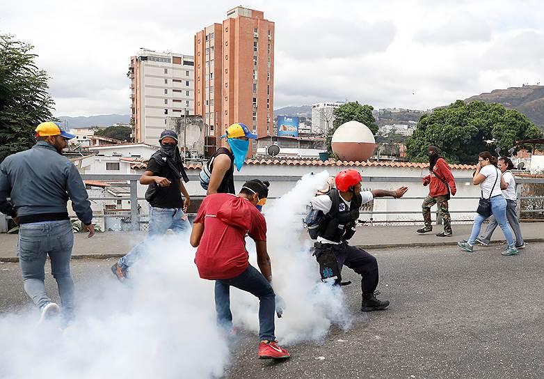 В результате протестов погибли уже по меньшей мере 13 человек, по данным Венесуэльской обсерватории социального конфликта