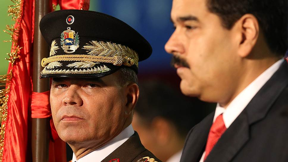 Министр обороны Венесуэлы Владимир Падрино Лопес (слева) и президент Венесуэлы Николас Мадуро