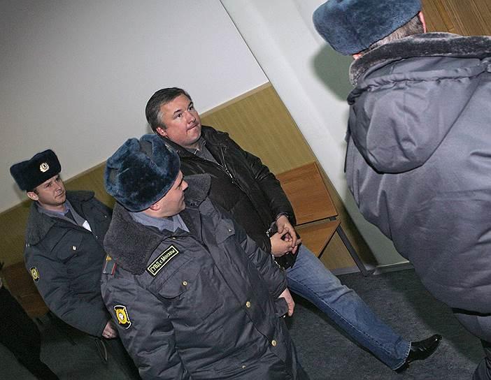В ноябре 2006 года в Мосгорсуде началось рассмотрение дела «кингисеппской» группировки киллеров. 16 января 2007 года в Бишкеке по обвинению в организации двух убийств был задержан сенатор от Башкирии Игорь Изместьев, он был доставлен в Москву. Позже добавились обвинения в бандитизме, даче взяток, терроризме. 28 декабря 2010 года экс-сенатор был приговорен к пожизненному заключению