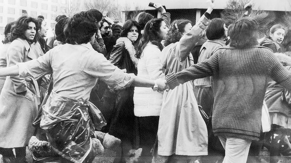 Иранские женщины решили до последнего защищать свое право быть свободными. Демонстрация 10 марта 1979 года
