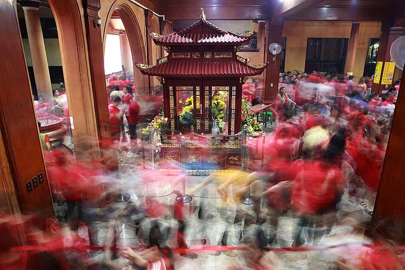 Китайский Новый год отмечается также в Индонезии, Таиланде, Малайзии, Сингапуре, Брунее, на Филиппинах и других азиатских странах, а также среди диаспор по всему миру