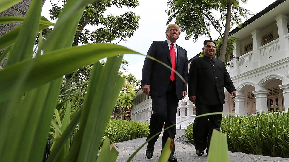 Президент США Дональд Трамп (слева) и глава КНДР Ким Чен Ын