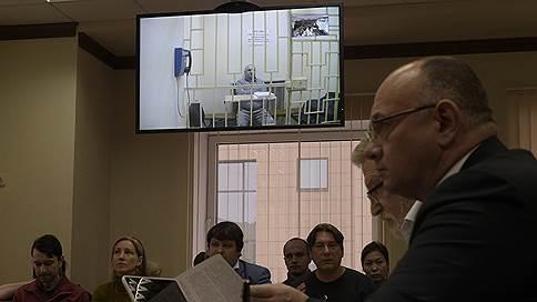 Отец сенатора суд не убедил // Мосгорсуд оставил под стражей Рауля Арашукова