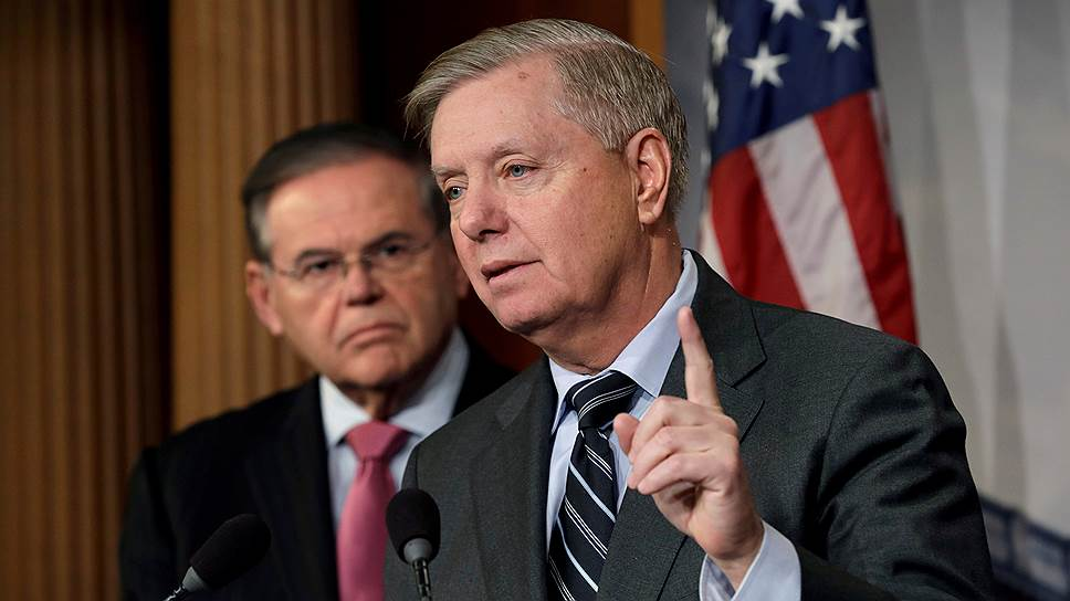 Сенаторы США Линдси Грэм (справа) и Роберт Менендес