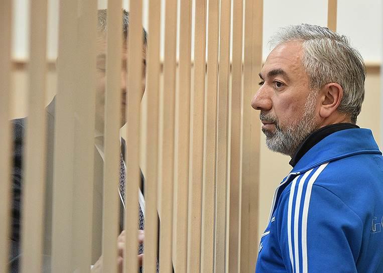 <b>Ваган Абгарян, акционер банка «Восточный» </b><br> По версии следствия, будучи членом совета директоров «Восточного», участвовал в мошеннической сделке по возвращению долга банку в 2,5 млрд руб. акциями люксембургской компании IFTG. Арестован