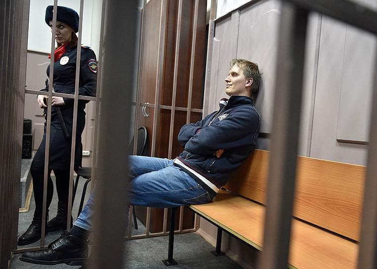 <b>Иван Зюзин, директор по инвестициям Baring Vostok</b><br> По версии следствия, будучи членом совета директоров банка «Восточный», участвовал в мошеннической сделке по возвращению долга банку в 2,5 млрд руб. акциями люксембургской компании IFTG. Арестован