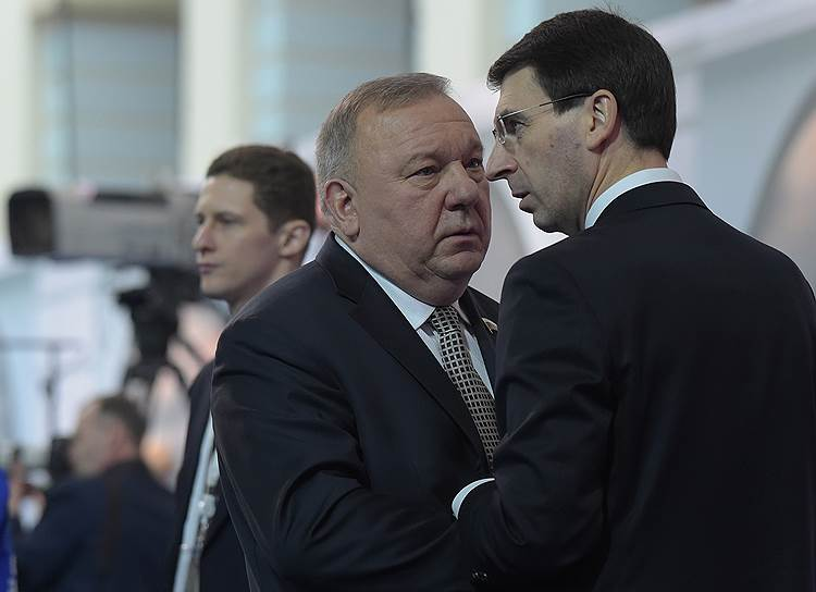 Председатель комитета Госдумы по обороне Владимир Шаманов (в центре) и полномочный представитель президента РФ в Центральном федеральном округе Игорь Щеголев (справа)