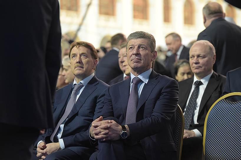 Заместители председателя правительства России Алексей Гордеев (слева) и Дмитрий Козак (в центре)