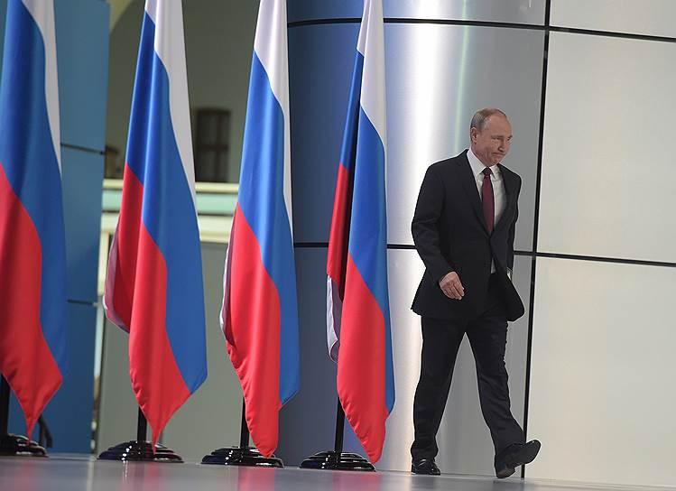 Владимир Путин во время ежегодного послания Федеральному собранию в Гостином дворе
