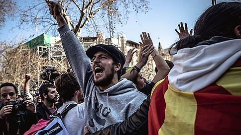 Новая всеобщая забастовка в Каталонии // В столкновениях с полицией пострадали 28 человек