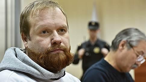 Националиста отпустили и снова вызвали // Дмитрий Демушкин отправился в полицию после освобождения из колонии