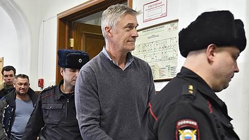 Американского инвестора обвинили в афере // Майкл Калви отрицает причастность к мошенничеству на 2,5млрд рублей