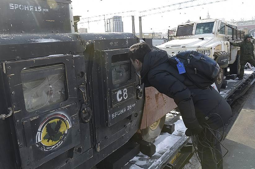 В поезде находится магазин «Военторг», где продаются товары с символикой армии России