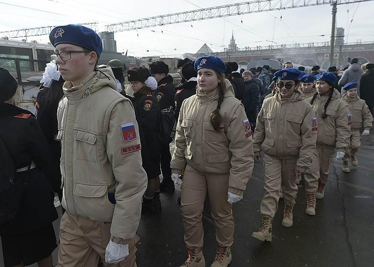 Ранее в Москве прошла выставка вооружения, снаряжения и техники, изъятой в ходе военной операции в Сирии. 30 января выставку посетил президент России Владимир Путин