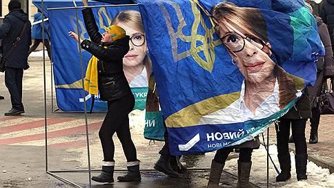 Юлия Тимошенко пошла в безнадежное наступление  / Главная соперница Петра Порошенко начала сбор подписей за его отставку