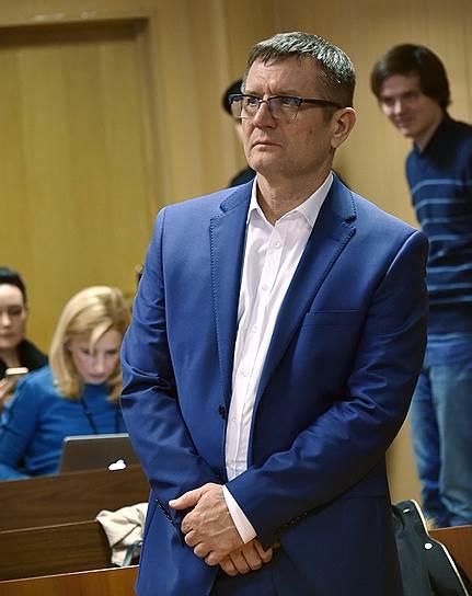 <b>Виктор Емельянов, адвокат полковника Захарченко</b><br>В январе 2018 года направил письмо президенту Владимиру Путину, в котором настаивает на незаконности решения суда об обращении в доход государства имущества полковника Захарченко и его близких