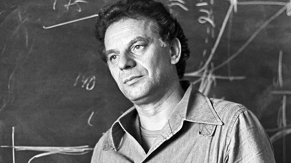 Жорес Алферов родился 15 марта 1930 года в Витебске Белорусской ССР. В 1952 году окончил Ленинградский электротехнический институт, после чего пришел на работу в Физико-технический институт имени А. Ф. Иоффе (ФТИ). В 1987-2003 годах был директором этого института
