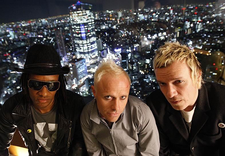 The Prodigy завоевали множество наград: две премии BRIT Awards, четыре премии MTV Video Music Awards, шесть премий MTV Europe Music Awards. Также группа дважды была номинирована на «Грэмми» <br>На фото слева направо: участники группы Максим Реалити, Кит Флинт и Лиам Хоулетт