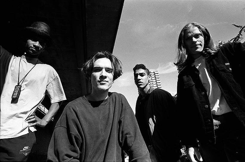 В конце 1980-х годов Флинт (на фото справа) познакомился в рейв-клубе с будущим участником The Prodigy Лиамом Хоулеттом (на фото второй слева), где тот выступал как диджей. Изначально в созданной в 1990 году группе The Prodigy Кит Флинт был только танцором, но затем его вокал появился в 1996 году в песне Firestarter. С тех пор он пел на многих треках группы и делил вокальные партии с Максимом Реалити, сопровождая выступления танцами