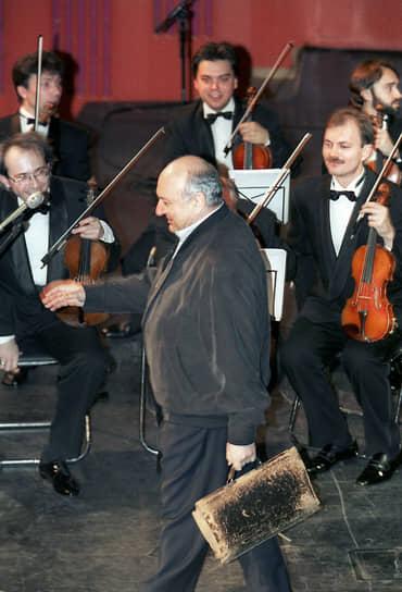 С декабря 2000 по июль 2001 года в паре с поэтом Вадимом Жуком принимал участие в программе «Простые вещи» на РТР