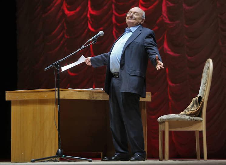 В последнее время сатирик жил в Москве, писал для журнала «Огонек». В октябре 2020 года он решил прекратить выступления перед публикой из-за своего возраста, а также ликвидировал статус индивидуального предпринимателя