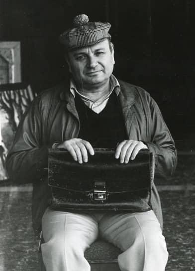 В 1956–1960 годах сатирик работал механиком в Одесском морском торговом порту, а также инженером по подъемно-транспортным механизмам на заводе «Продмаш». Вскоре перешел на работу в Центральное проектно-конструкторское бюро