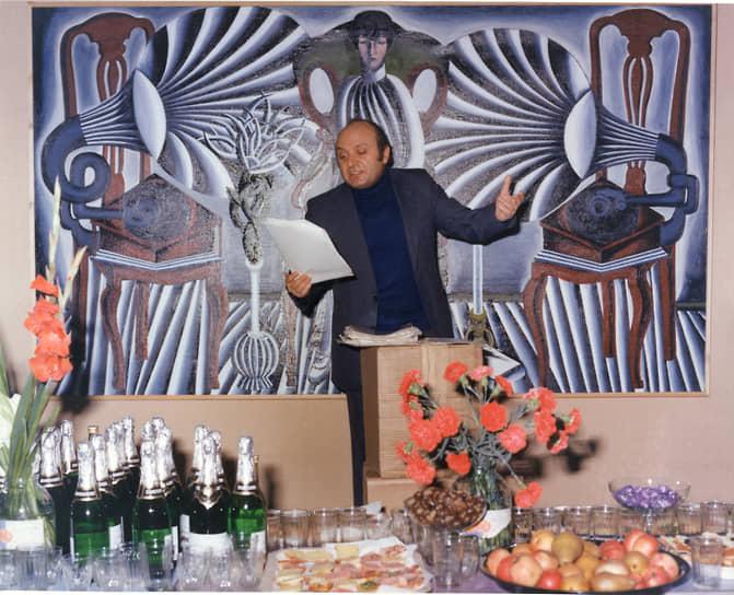 В 1963 году познакомился с Аркадием Райкиным. Тот включил произведения господина Жванецкого в репертуар, а в следующем году пригласил талантливого сатирика в свой театр на должность заведующего литературной частью