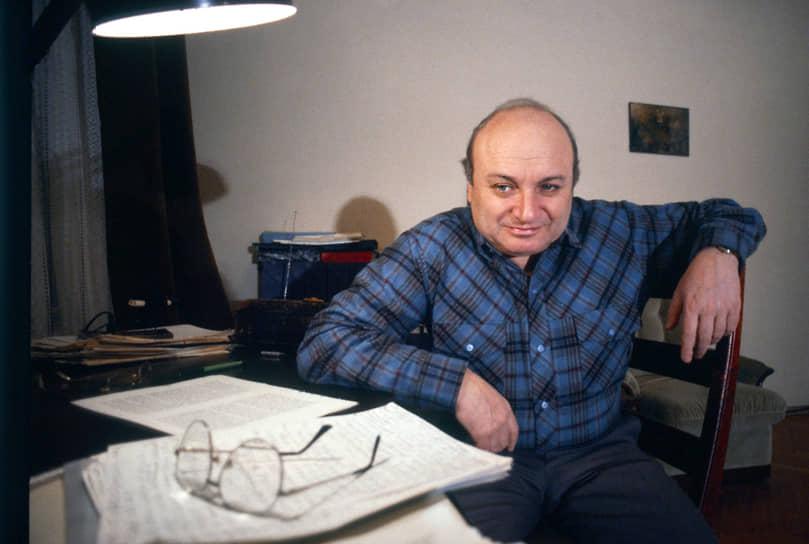 В период работы в театре Михаил Жванецкий написал более 300 миниатюр и монологов