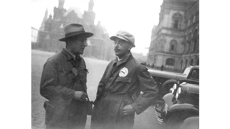 Большевик Осинский (на фото — справа) доказывал, что диктатура пролетариата быстро превратилась в диктатуру чиновников