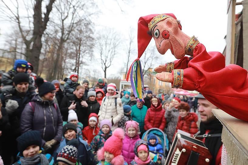 Празднование Масленицы на территории Петропавловской крепости в Санкт-Петербурге