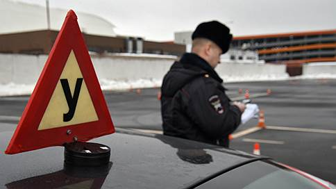 ГИБДД не сдает экзамен по вождению Минэкономики  / Ведомства продолжают дискутировать, как проверять водительские навыки