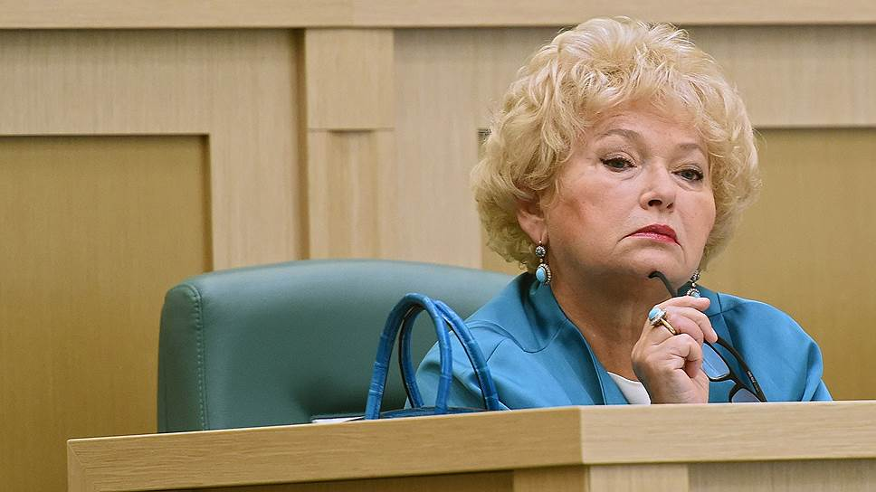 Сенатор Людмила Нарусова