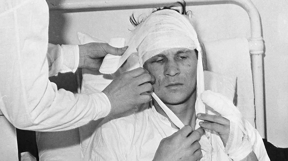 Старший лейтенант Виталий Бубенин в госпитале после боя на острове Даманский в марте 1969 года