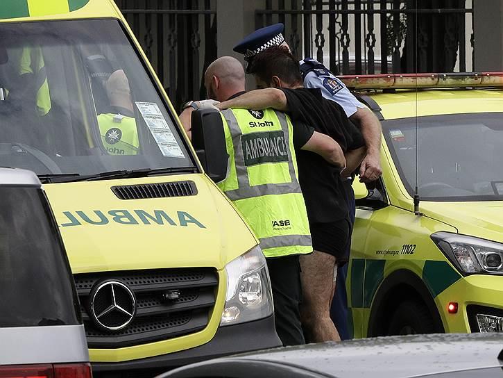 Полиция по горячим следам задержала четырех человек — трех мужчин и одну женщину