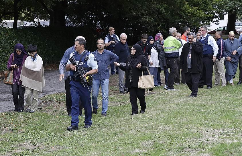 «Новозеландский национальный фронт» — партия, придерживающаяся идеологии белого национализма, — оперативно осудил теракт, выразив несогласие «с любым убийством невинных людей вне зависимости от их религиозных воззрений»